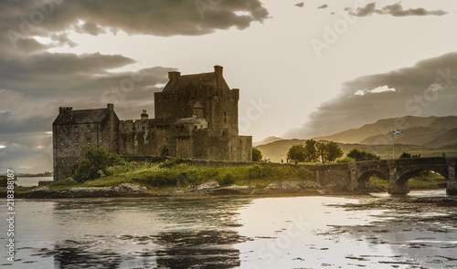 Spoed Foto op Canvas Kasteel Eilean Donan Castle with cloudy sunset sky Highlands Scotland Landscape
