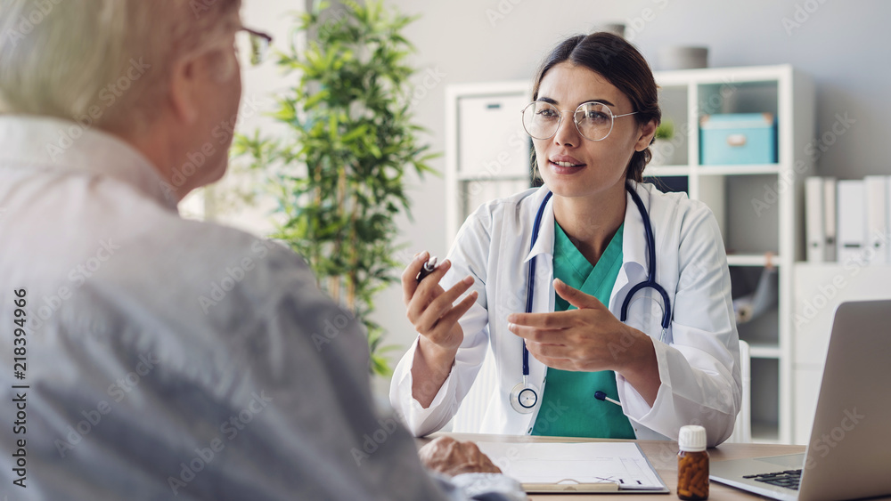 Fototapety, obrazy: Doctor and patient are discussing at clinic