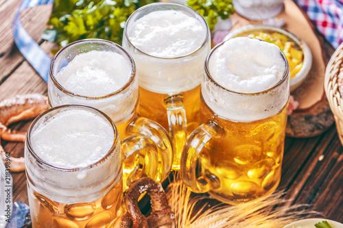 Oktoberfest ,bayerische Spezialitäten und Bier