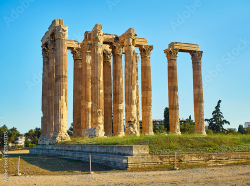 Spoed Foto op Canvas Bedehuis Temple of Olympian Zeus. Monumental temple begun in 6th century B.C. on the site of an ancient sanctuary dedicated to Zeus. Athens. Attica, Greece.