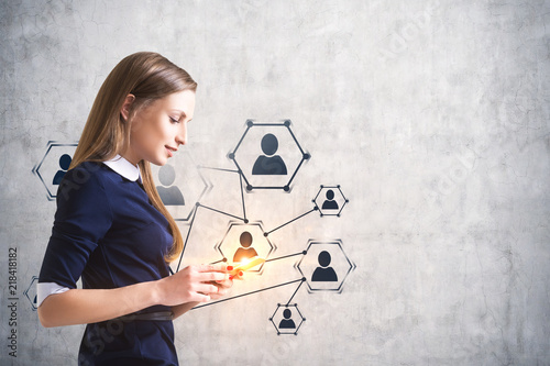 Fotomural Smiling woman with smartphone, hr nework icons