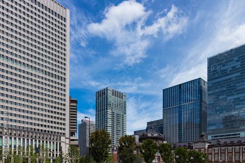 Photo (東京都ー都市風景)行幸通遊歩道から見る東京駅3