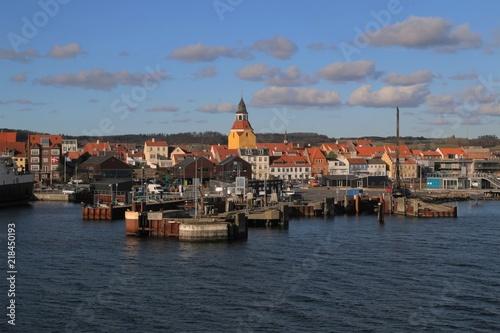 Deurstickers Poort malerische Hafen von Faaborg auf der dänischen Ostsee Insel Fünen