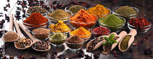 Foto op Aluminium Aromatische Variety of spices and herbs on kitchen table