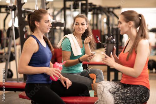 Deurstickers Fitness Happy women resting in fitness gym