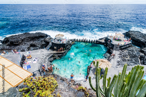 Montage in der Fensternische Kanarische Inseln Natural pool of Charco Azul in La Palma, Canary islands, Spain,