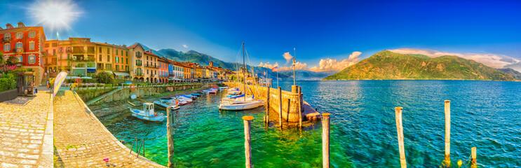 Promenade und Hafen in Cannobio am Lago Maggiore, Piemont, Italien