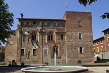 Abbiategrasso, Castello Vicont...