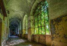 Alte Verlassene Psychiatrische Klinik In Italien