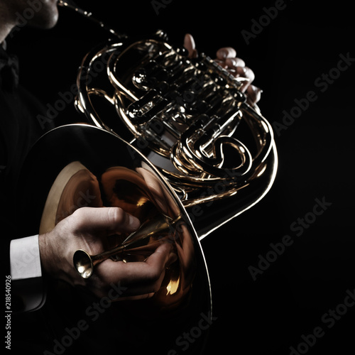 Foto auf Leinwand Musik French horn player hands with brass instrument