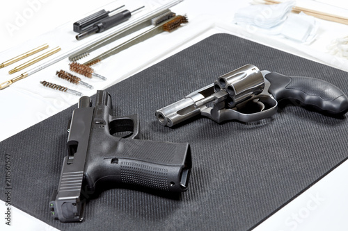 Fotografía  Hand Gun Cleaning