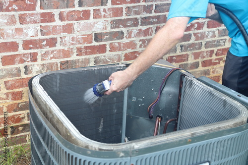 Valokuva  Hand cleaning air conditioner condenser coils