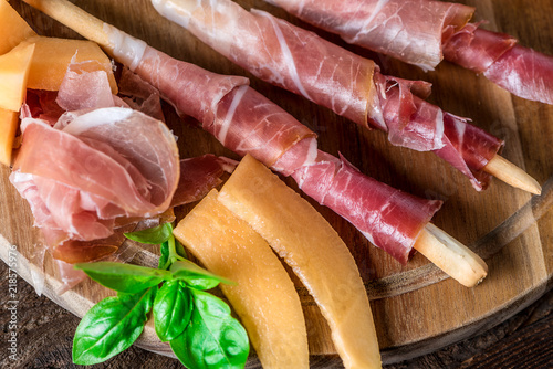 In de dag Buffet, Bar Italienische Jause - Buffet - Prosciutto - Rohschinken - Schinken - Zuckermelone - Melone - Grissini