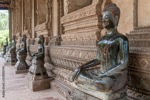 Foto  Beautiful Buddha statues in the Ho Pha Keo temple in Vientiane, Laos
