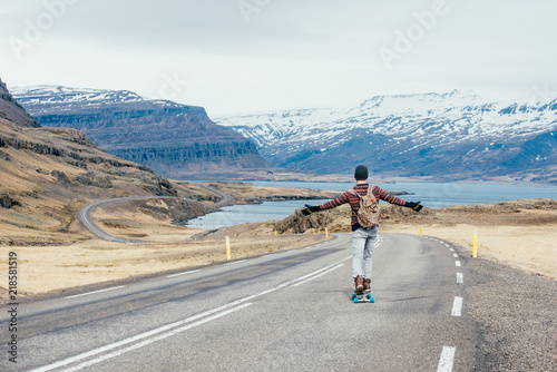Photo  Skater traveling iceland on his longboard