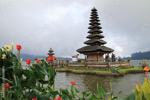Foto  Tempel auf dem Danau Beratan Bali Indonesien