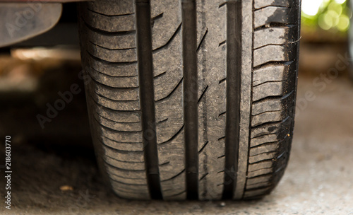 Foto op Plexiglas Havana Car tire close-up
