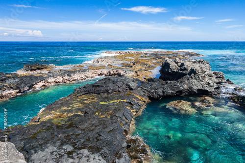 Photo rochers dans l'eau de l'océan