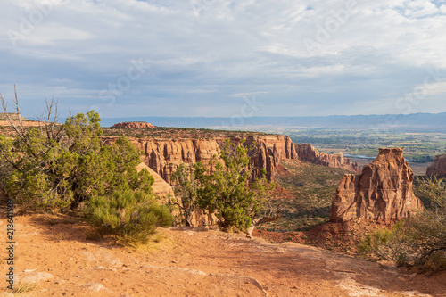 In de dag Bleke violet Scenic Colorado National Monument Landscape