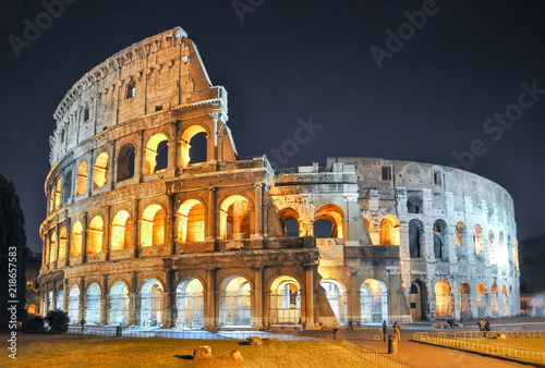 Colosseum (Coliseum) at night, Rome, Italy Fototapet