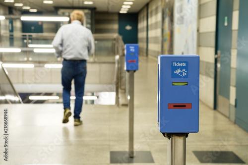 Stempelautomat Ticket entwerter in München - U-Bahn