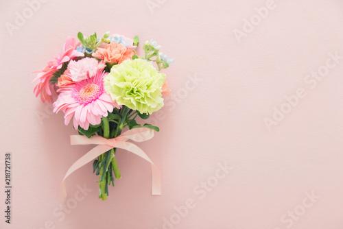 In de dag Bloemen ガーベラとカーネーションの花束