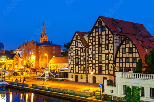 Obraz The waterfront  with famous granaries at night in Bydgoszcz, Poland - fototapety do salonu