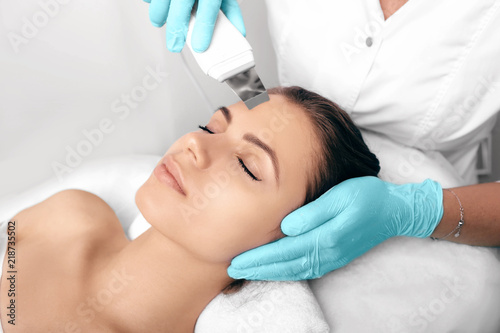 Beautiful woman receiving ultrasound cavitation facial peeling. Cosmetology and facial skin care. facial treatment, face cleansing