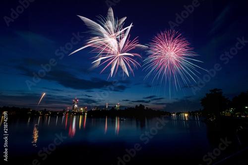 Das Lichterfest an der Alten Donau in Wien in Sommer mit abschließenden Feuerwerk