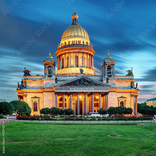 Papiers peints Con. ancienne Isaac cathedral in St Petersburg at night, Russia.