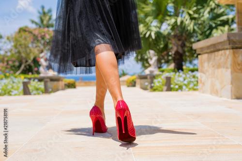 Valokuvatapetti Woman walking in red high heels