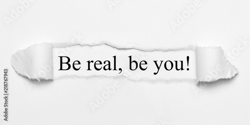 Fotomural Be real, be you! on white torn paper