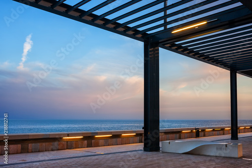 Fotografiet Promenade With Pergola and the Sea in Monaco