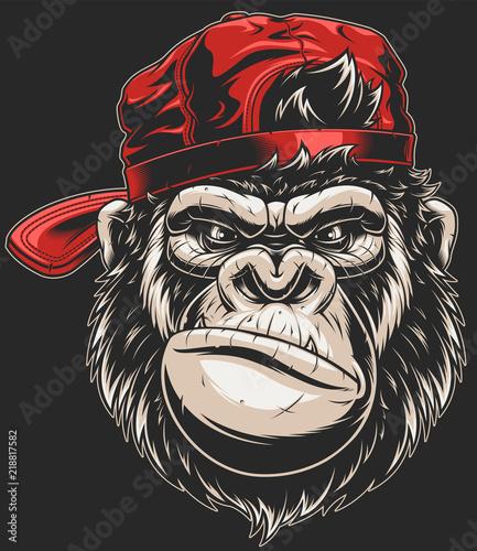 Naklejka premium Głowa małpy w czapce z daszkiem