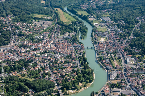 vue aérienne de la vielle de La fierté-sous-Jouarre en Seine-et-Marne en France