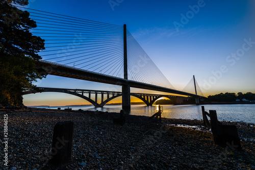 Fototapeta Coucher de soleil sur le pont de l'Iroise