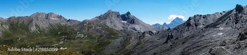 Fotobehang Grijs Photo de paysage panoraminque de haute montagne et de chemins de randonnée dans les alpes