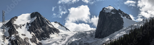 Fototapeta Panorama of Bugaboo Glacier and Hound's Tooth at Bugaboo Provincial Park in British Columbia obraz