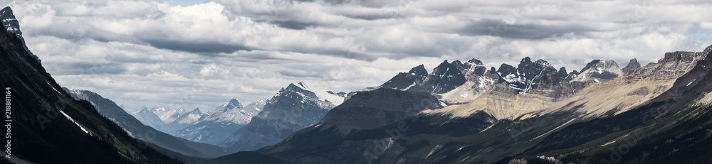 Fototapety, obrazy: Panorama of dramatic landscape along the Icefields Parkway, Canada