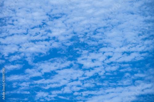 Foto op Plexiglas Arctica Cirrocumulus cloud beautiful blue white sky background