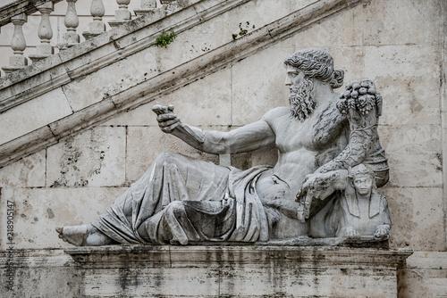 Photo Statue of Neptune at Piazza del Campidoglio, Rome, Italy