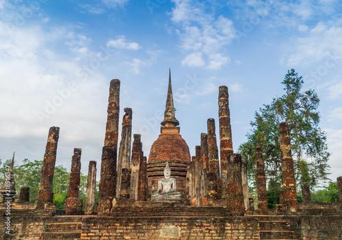 buddha-statua-w-wata-mahathat-swiatyni-sukhothai-dziejowy-park-tajlandia