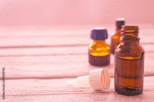 Fotografía  Dark vials of medicine on a wooden table.