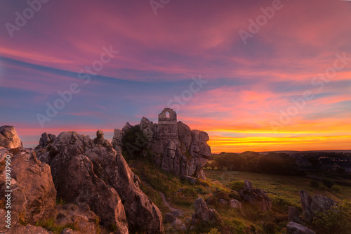 Foto op Plexiglas Crimson Roche Rock Sunset