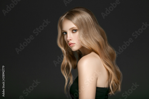 Cuadros en Lienzo Beautiful Woman Face Portrait Beauty Skin Care Concept with long blonde hair