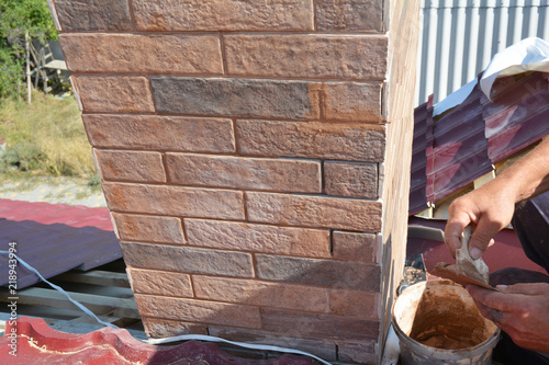 Installing house chimney blocks on the rooftop Canvas-taulu