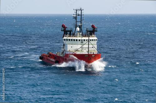 Fotografia  Sea tow in the high sea