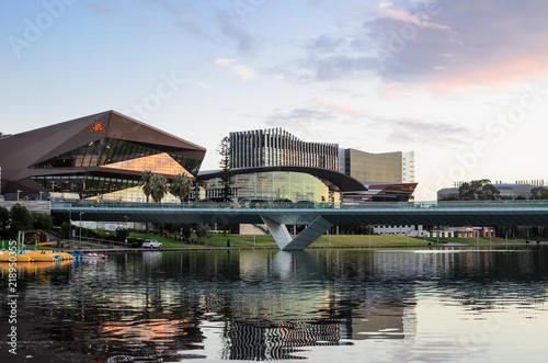 Photo Adelaide, Australia - Riverbank at Sunset