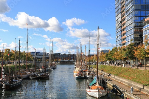 Spoed Foto op Canvas Poort maritimes Flair am Germaniahafen am Kay-City in Kiel im Herbst