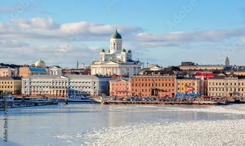 Fotomural Helsinki cityscape with Helsinki Cathedral in winter, Finland